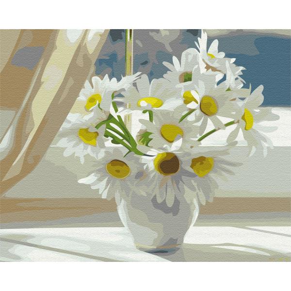 Картина по номерам Цветы - Ромашки в білій вазі на вікні